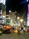 靖国通り新宿駅方面を望む