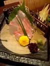 芸術的な盛りつけの鯛のお造り